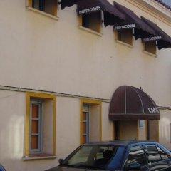 Отель Hostal Emilio Barajas Мадрид парковка