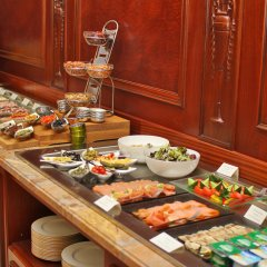 Отель Orion Bishkek Кыргызстан, Бишкек - 1 отзыв об отеле, цены и фото номеров - забронировать отель Orion Bishkek онлайн питание фото 3