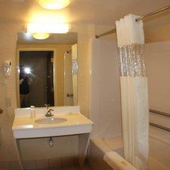 Отель All Seasons Inn and Suites ванная
