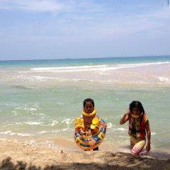 Отель Gooddays Lanta Beach Resort Таиланд, Ланта - отзывы, цены и фото номеров - забронировать отель Gooddays Lanta Beach Resort онлайн пляж