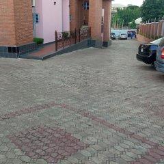 Отель Hard Break Hotel and Suite Нигерия, Энугу - отзывы, цены и фото номеров - забронировать отель Hard Break Hotel and Suite онлайн парковка
