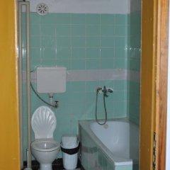 Отель Kris Hotel Болгария, Чепеларе - отзывы, цены и фото номеров - забронировать отель Kris Hotel онлайн ванная