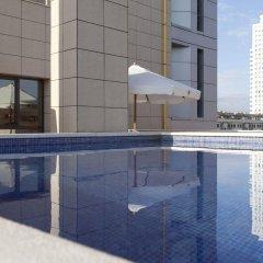 Hotel Valencia Center бассейн