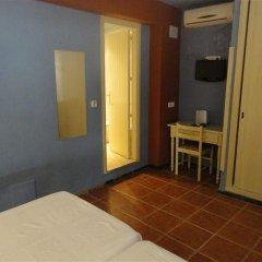 Отель Hostal Los Caracoles комната для гостей