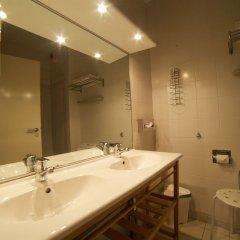 Отель Floris Hotel Bruges Бельгия, Брюгге - 7 отзывов об отеле, цены и фото номеров - забронировать отель Floris Hotel Bruges онлайн ванная фото 2