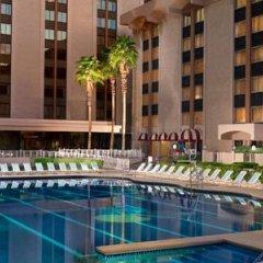 Отель Riviera Hotel & Casino США, Лас-Вегас - 8 отзывов об отеле, цены и фото номеров - забронировать отель Riviera Hotel & Casino онлайн бассейн фото 3