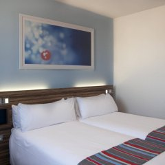 Отель Travelodge Barcelona Poblenou комната для гостей фото 3