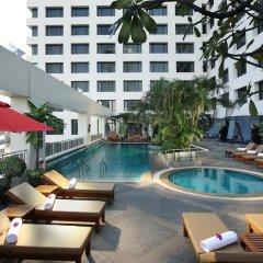 Отель AVANI Atrium Bangkok Таиланд, Бангкок - 4 отзыва об отеле, цены и фото номеров - забронировать отель AVANI Atrium Bangkok онлайн бассейн фото 3