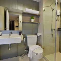 Отель The Grass Serviced Suites by At Mind ванная