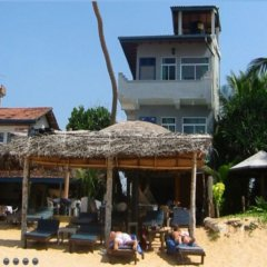 Отель Main Reef Guest House Хиккадува пляж