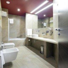 Отель Hilton Garden Inn Lecce Италия, Лечче - 1 отзыв об отеле, цены и фото номеров - забронировать отель Hilton Garden Inn Lecce онлайн ванная фото 2