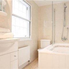 Отель Knightsbridge Quarter Private Mews House Великобритания, Лондон - отзывы, цены и фото номеров - забронировать отель Knightsbridge Quarter Private Mews House онлайн ванная