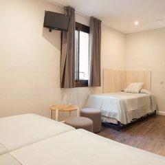 Отель Hostal Fernando Испания, Барселона - отзывы, цены и фото номеров - забронировать отель Hostal Fernando онлайн комната для гостей фото 3