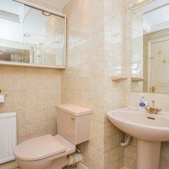 Апартаменты Lovely 2 Bedroom Apartment Near Hyde Park Лондон ванная