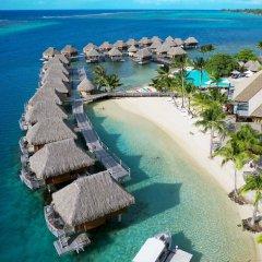 Отель Manava Beach Resort and Spa Moorea Французская Полинезия, Папеэте - отзывы, цены и фото номеров - забронировать отель Manava Beach Resort and Spa Moorea онлайн пляж