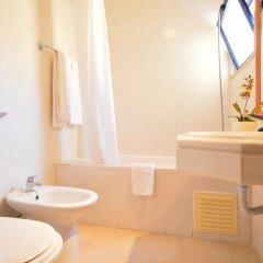 Отель Apartamentos Rio Португалия, Виламура - отзывы, цены и фото номеров - забронировать отель Apartamentos Rio онлайн ванная