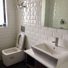 Отель Drongpa suites Непал, Катманду - отзывы, цены и фото номеров - забронировать отель Drongpa suites онлайн ванная