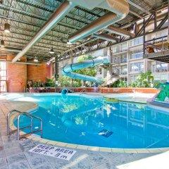 Отель Delta Hotels by Marriott Toronto East Канада, Торонто - отзывы, цены и фото номеров - забронировать отель Delta Hotels by Marriott Toronto East онлайн бассейн фото 3