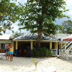 Отель Merrils Beach Resort III - All Inclusive гостиничный бар