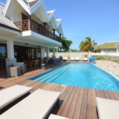 Отель Tallawah Villa, Silver Sands Jamaica 7BR бассейн