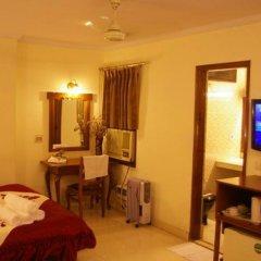 Отель South Indian Hotel Индия, Нью-Дели - отзывы, цены и фото номеров - забронировать отель South Indian Hotel онлайн удобства в номере фото 2