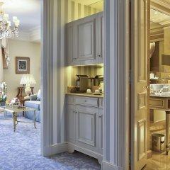 Отель Four Seasons George V Париж в номере