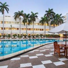 Отель The Claridges New Delhi бассейн фото 2