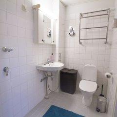 Отель 2ndhomes Iso Roobertinkatu Apartment 2 Финляндия, Хельсинки - отзывы, цены и фото номеров - забронировать отель 2ndhomes Iso Roobertinkatu Apartment 2 онлайн ванная