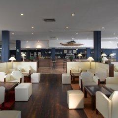 Отель Grand Palladium Palace Ibiza Resort & Spa - Все включено гостиничный бар