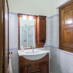 Отель Farmhouse Located in the Beautiful Aulla in Northern Tuscany Аулла ванная фото 2