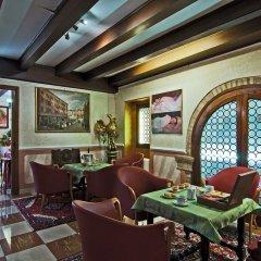 Hotel La Fenice Et Des Artistes гостиничный бар