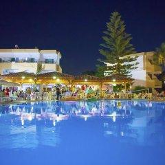 Marathon Hotel бассейн