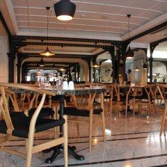 Отель Metropolitan Hotels Taksim гостиничный бар