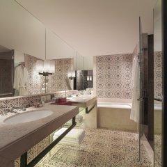 Отель Grand Hyatt Erawan Bangkok Таиланд, Бангкок - 1 отзыв об отеле, цены и фото номеров - забронировать отель Grand Hyatt Erawan Bangkok онлайн ванная фото 2