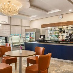 Отель Ramada Encore Kuwait Downtown гостиничный бар