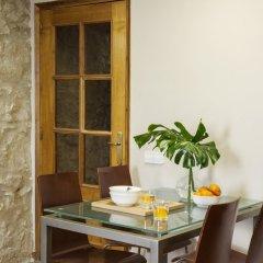 Отель AinB Las Ramblas-Guardia Apartments Испания, Барселона - 1 отзыв об отеле, цены и фото номеров - забронировать отель AinB Las Ramblas-Guardia Apartments онлайн балкон фото 2
