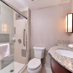 Отель Holiday Inn New York City - Times Square США, Нью-Йорк - отзывы, цены и фото номеров - забронировать отель Holiday Inn New York City - Times Square онлайн ванная фото 2