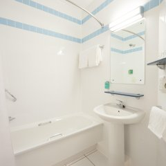 Отель Jurys Inn Glasgow ванная
