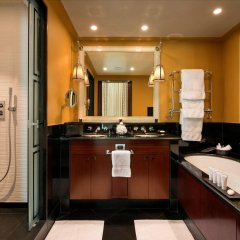 Отель Hôtel Barrière Le Fouquet's Франция, Париж - 1 отзыв об отеле, цены и фото номеров - забронировать отель Hôtel Barrière Le Fouquet's онлайн ванная