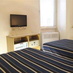 St Giles London - A St Giles Hotel сейф в номере