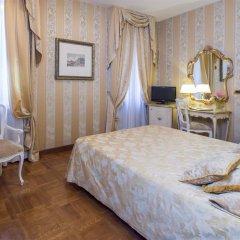 Hotel Savoia & Jolanda сейф в номере