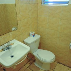 Отель Gloriana Hotel Ямайка, Монтего-Бей - отзывы, цены и фото номеров - забронировать отель Gloriana Hotel онлайн ванная