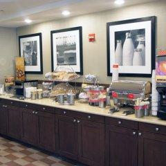 Отель Hampton Inn NY-JFK Jamaica-Queens США, Нью-Йорк - 1 отзыв об отеле, цены и фото номеров - забронировать отель Hampton Inn NY-JFK Jamaica-Queens онлайн питание фото 3