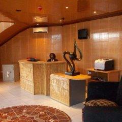 Отель Leone Lodge Freetown Сьерра-Леоне, Фритаун - отзывы, цены и фото номеров - забронировать отель Leone Lodge Freetown онлайн интерьер отеля