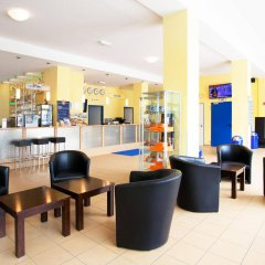 Отель a&o München Laim гостиничный бар
