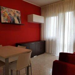 Апартаменты Sunset Apartment Римини комната для гостей фото 4