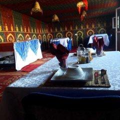 Отель Bivouac Le Ciel Bleu Марокко, Мерзуга - отзывы, цены и фото номеров - забронировать отель Bivouac Le Ciel Bleu онлайн гостиничный бар