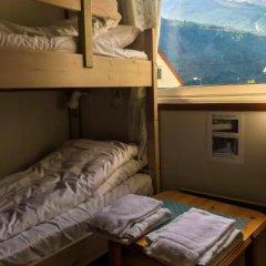 Hjørundfjord Hostel сейф в номере