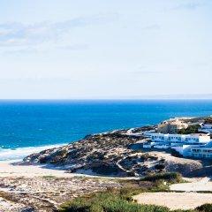 Отель The Beachfront Praia D'el Rey Golf & Beach Resort пляж