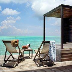 Отель Gangehi Island Resort 4* Вилла Делюкс с различными типами кроватей фото 2